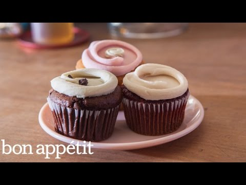 Frost Cupcakes Like a Pro with Erin McKenna   Sweet Spots